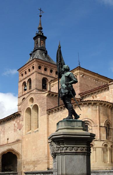 iglesia-estatua-segovia